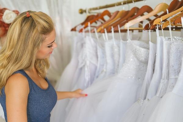 5 Tipps für das Finden des perfekten Hochzeitskleides während einer Pandemie