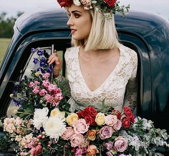 bridal hairstyles with flower roses
