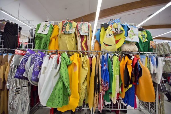 What are the benefits of second hand clothing?
