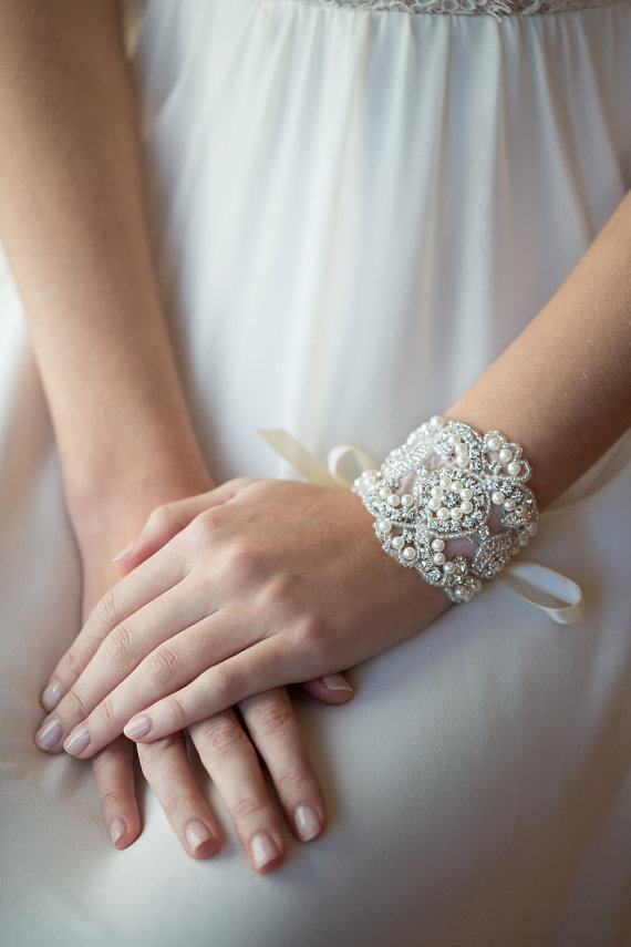 How To Choose The Right Wedding Jewelry
