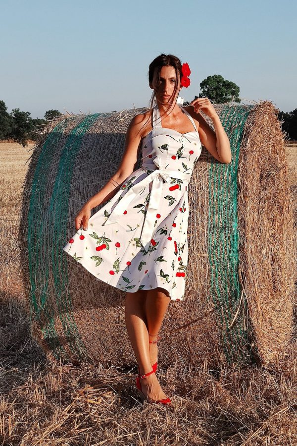 The dilemma of short or long vintage dresses: Which should I wear?